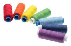 Bobinas de una cuerda de rosca de diversos colores Fotos de archivo libres de regalías