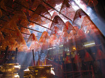 Bobinas do incenso no templo do Mo do homem. Hong Kong. imagens de stock