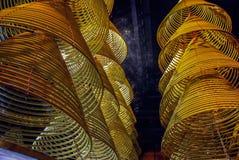 Bobinas tradicionales chinas del palillo de ídolo chino que cuelgan en el tejado fotos de archivo