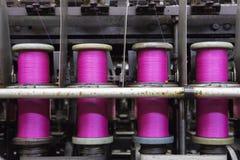 Bobine con la corda rosa Immagine Stock
