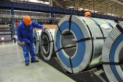 Bobine d'acciaio del magazzino della lamiera di acciaio Immagini Stock Libere da Diritti