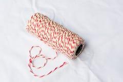 Bobine de la ficelle du boulanger rouge et blanc Photographie stock