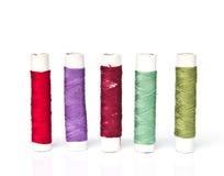 Bobine dei fili di colori Immagini Stock