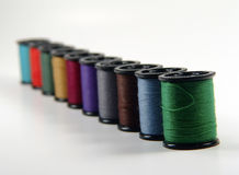 Bobine del filato cucirino Fotografie Stock