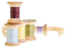 Bobine del filo con la misura di nastro Fotografia Stock