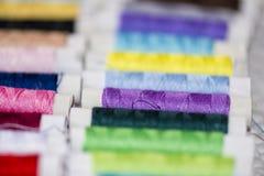 Bobine del filo variopinto Fotografie Stock Libere da Diritti