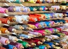 Bobine des fils en soie Photographie stock libre de droits