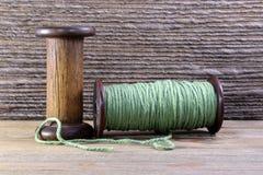 Bobine di legno con filato Immagini Stock Libere da Diritti