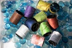 Bobine du coton de diverses couleurs Photos libres de droits