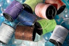 Bobine du coton de diverses couleurs Image stock