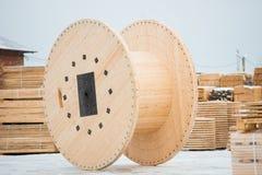 Bobine en bois pour le câble Image stock