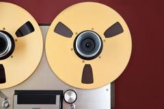 Bobine ouverte d'enregistreur de platine du dérouleur de bobine de stéréo analogue Photos stock
