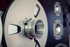 Bobine ouverte d'enregistreur de platine du dérouleur de bobine de stéréo analogue Image stock