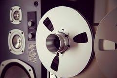 Bobine ouverte d'enregistreur de platine du dérouleur de bobine de stéréo analogue Photographie stock libre de droits