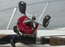 Bobine rouge ronde de pêche Images libres de droits