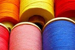 Bobines avec des amorçages de couleur Image stock