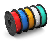 Bobines avec des câbles de courant électrique de couleur Image libre de droits