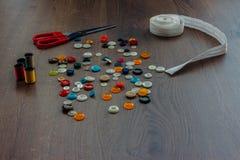 Bobines avec des fils de couleur Photo stock