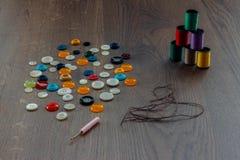 Bobines avec des fils de couleur Image libre de droits