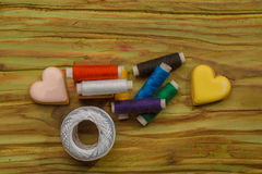 Bobines colorées des fils Image libre de droits