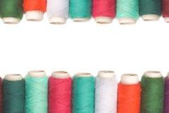 Bobines d'amorçage de couleur au-dessus du fond blanc Images stock