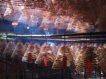Bobines d'encens dans Man Mo Temple, Hong Kong Photos stock
