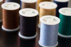 Bobines de fil de couture Photo libre de droits