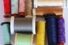 Bobines de fil pour la couture Photos stock