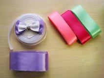 Bobines de ruban de couleur avec le papillon Photo stock