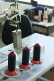Bobines des amorçages et de la machine à coudre Images libres de droits