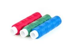 Bobines des fils dans des couleurs de RVB Photographie stock libre de droits