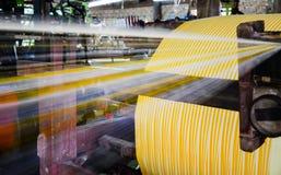 Bobines industrielles de coton pour le tissage Photo libre de droits