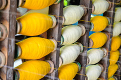 Bobines industrielles de coton pour le tissage Photos stock