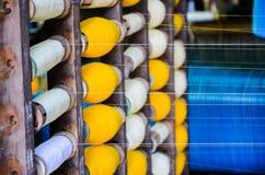 Bobines industrielles de coton pour le tissage Images libres de droits