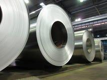 Bobines roulées d'aluminium images stock