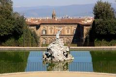Boboli trädgårdar och Palazzo Pitti royaltyfria foton