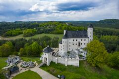 Free BOBOLICE, POLAND - MAY 05, 2020: Aerial View Of Castle Bobolice, One Of The Most Beautiful Fortresses On The Eagles Nests Trail. Royalty Free Stock Photos - 181813238