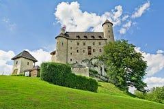 BOBOLICE s'approchent de CZESTOCHOWA, POLOGNE, le 20 juillet 2016 : Le château du chevalier de Bobolice en Jura Cracow Czestochow Image stock