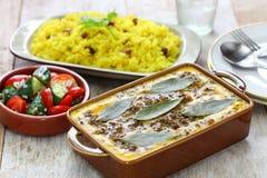 Bobotie и желтый рис, южно-африканская кухня стоковое фото