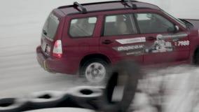 BOBRUISK, BIELORRUSIA 2 DE FEBRERO DE 2019: Carreras de coches en pista nevada TANGO DEL INVIERNO metrajes