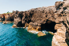 Boca做地域-接近葡萄牙市的海边峭壁卡斯卡伊斯 库存图片
