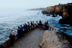 Boca的著名峭壁做从观看的平台的地域有游人的 免版税库存照片
