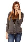 Boca adolescente de la cubierta de la mujer con la mano Imagenes de archivo