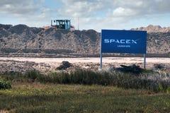 Boca Chica Village, Texas/Estados Unidos - 20 de janeiro de 2019: Construção do local de lançamento de SpaceX do spaceport fotos de stock