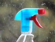 Boca de espray para la limpieza de ventana Fotos de archivo libres de regalías