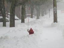 """Boca de incêndio de fogo com a vara do lugar na neve Em janeiro de 2016, EUA Ð """" Imagens de Stock"""