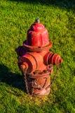 Boca de incêndio de fogo vermelho Imagens de Stock Royalty Free