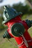 Boca de incêndio de incêndio - vermelho e verde Fotografia de Stock Royalty Free