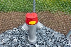Boca de incêndio públicas para o sistema de proteção contra incêndios ao lado do passeio, conector da emergência do encanamento d imagem de stock royalty free