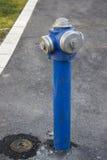Boca de incendios azul Imagen de archivo libre de regalías